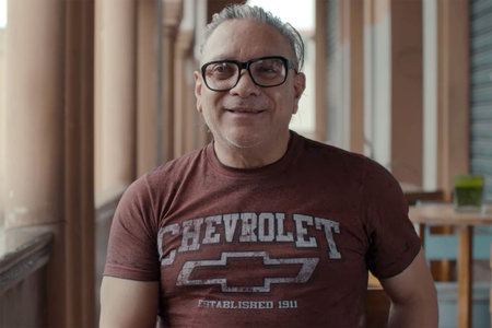אחד הגברים שעזרו לגדל את גבריאל פרננדז מת מ- COVID-19, אומר התובע