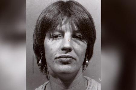 Un par de calcetines amarillos ayudaron a conducir a un arresto en el asesinato de una mujer de casi tres décadas, dicen las autoridades