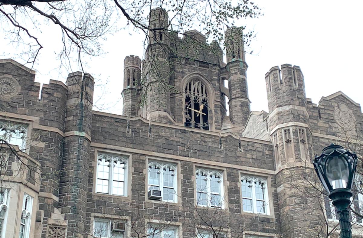 Studerende dør fra efteråret, mens han klatrer på Fordham University Bell Tower - Uger før eksamen