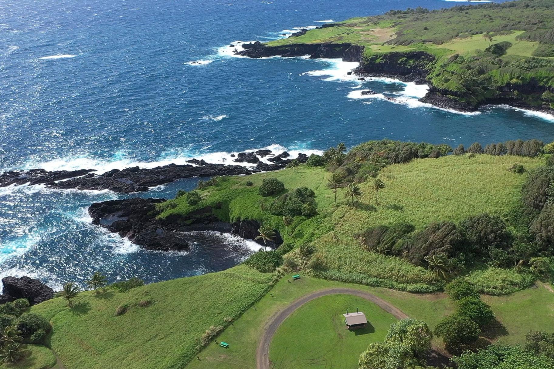 Mujer arroja coche sobre un acantilado de Maui y mata a su hermana gemela, pero ¿fue un asesinato?