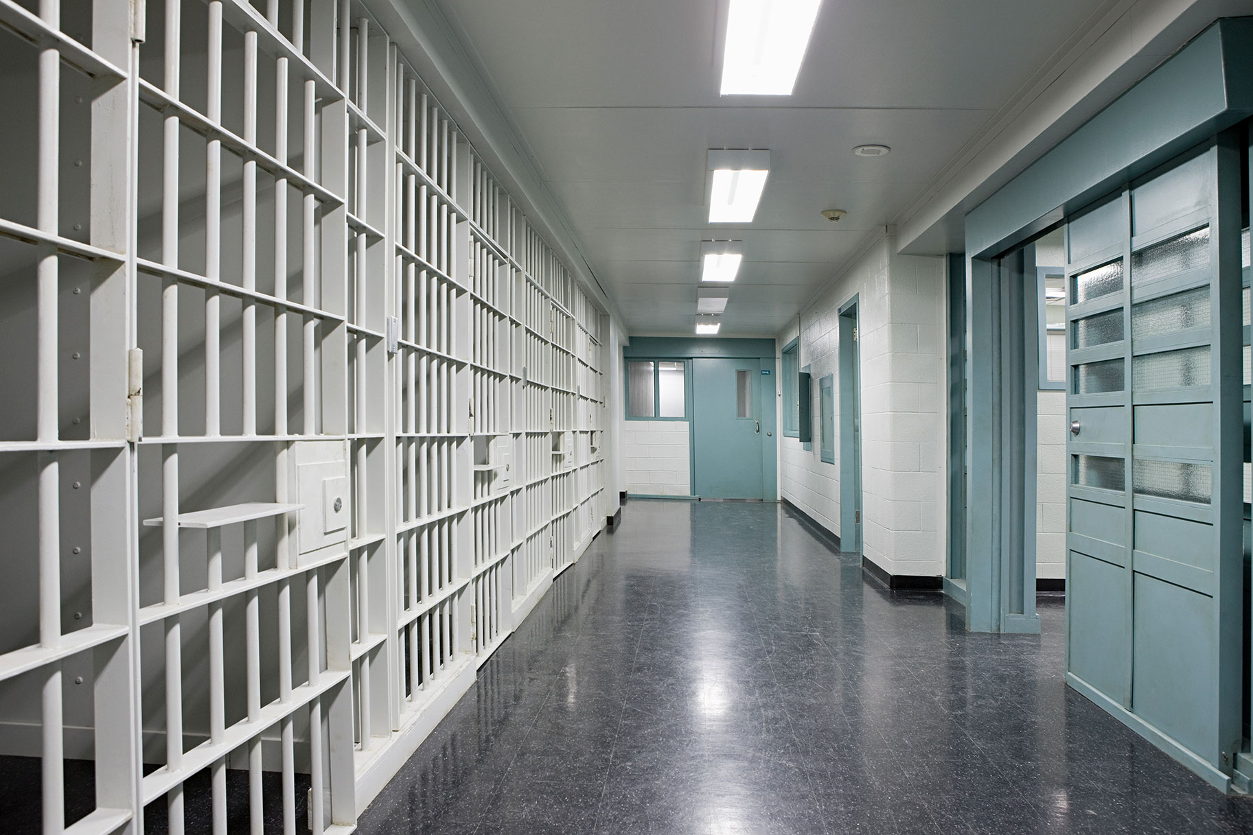 Το Serial Killer ηλεκτρίζεται τον εαυτό του στο Solo Prison Sex Act