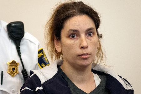 Mama iz Massachusettsa oslobođena za ubojstvo nakon što su u njezinoj 'Kući strahota' pronađena 3 mrtva djeteta