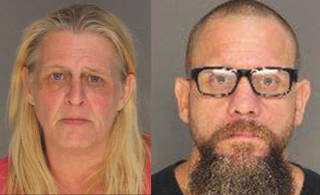 Mamá y su novio arrestados después de que una niña de 13 años con necesidades especiales muere en el auto