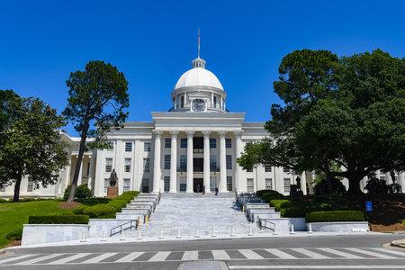 Затворник от смъртния ред в Алабама, екзекутиран, след като губернаторът откаже помилване, въпреки твърденията на активистите, че е невинен