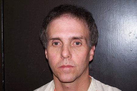 En Autopsy Shocker, un hombre 'de corazón frío' plantó evidencia dentro del cuerpo de su esposa para enmarcar a su amante