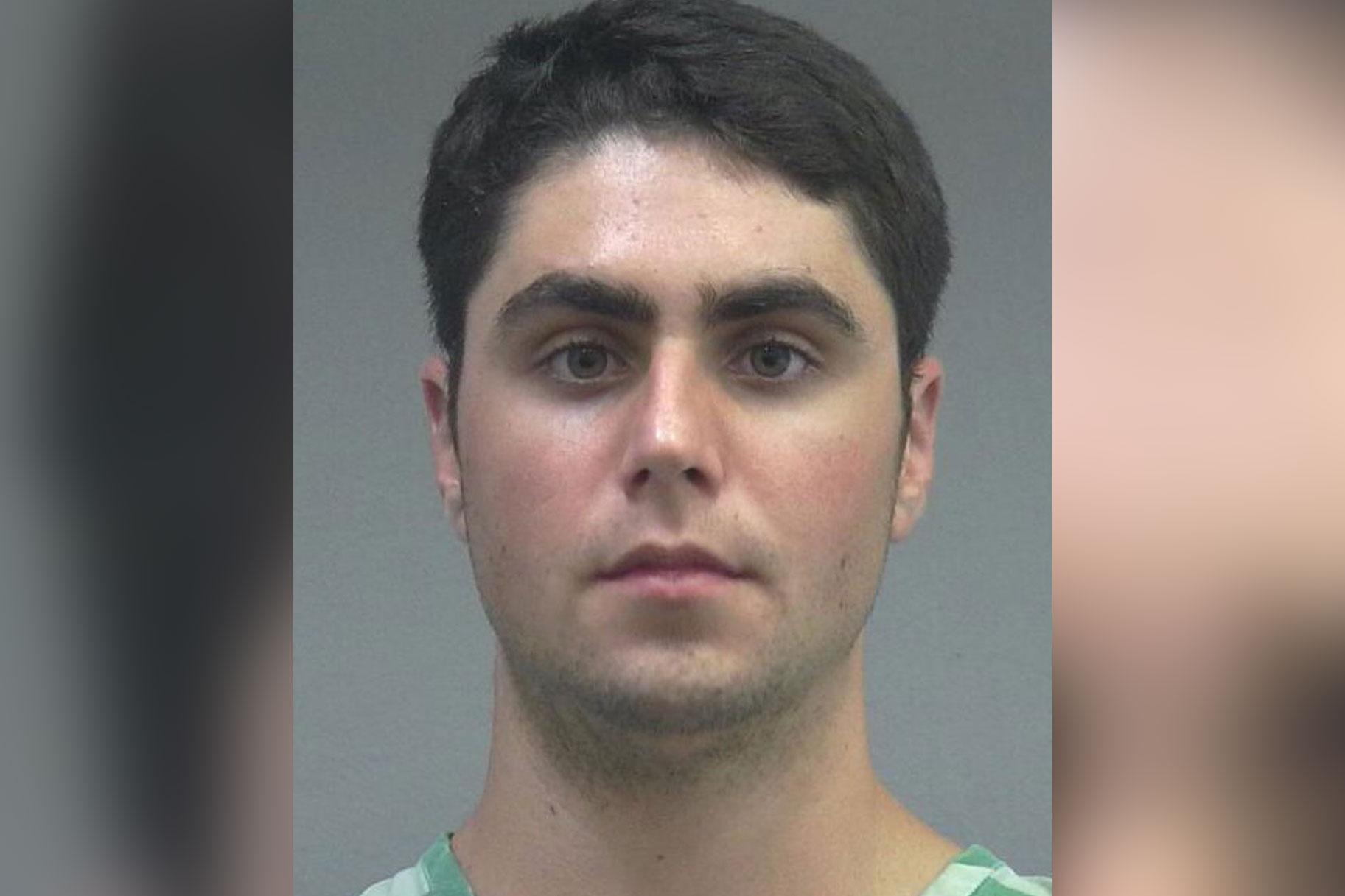 Pärast kohtuniku nõusolekut vabastatakse seksuaalpatareis süüdistatud kolledži üliõpilane vanglast pärast kohtuniku nõusolekut