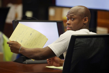 Mees, kes Bostoni doktoreid tigedalt tappis, saab vanglas vangistuse ilma tingimisi vanglakaristusteta