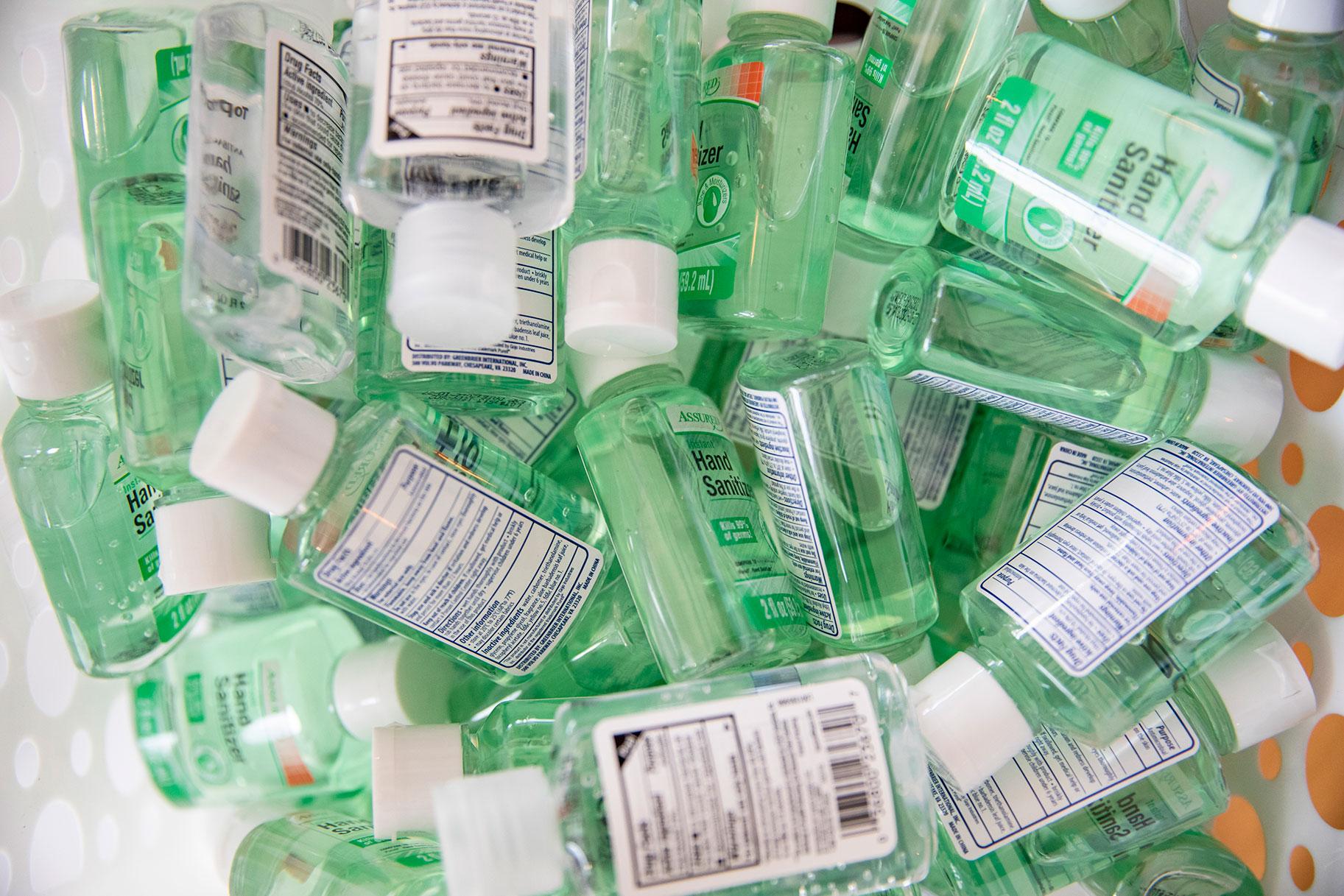 Tennessee Bros que compró 17,700 botellas de desinfectante que no pueden revender los artículos