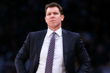 Trener NBA Luke Walton obtožen spolnega nasilja na nekdanjega športnega reporterja