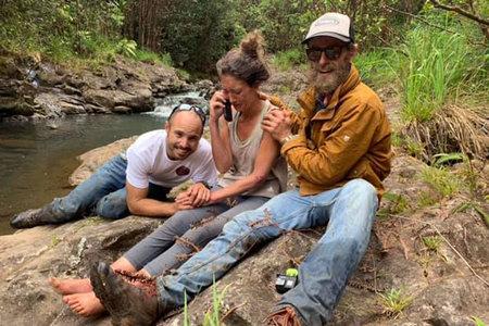 'Ustedes son los héroes': excursionista rescatada de Hawái se reúne con los buscadores que la salvaron