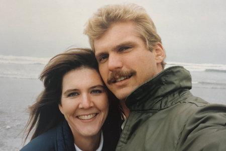 """""""Той приличаше на Ханибал Лектор"""": Работникът на бензиностанцията преследва и брутално убива жената, която го отказа"""