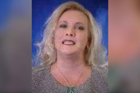 Un professor d'una família connectada políticament de Nebraska va ser congelat fins a la mort prop d'un SUV de luxe a la carretera rural