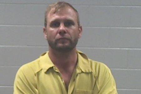 El ex bajista de 3 Doors Down, Todd Harrell, arrestado por cargos de armas y drogas después de una llamada de disputa doméstica