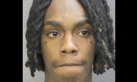 El rapero YNW Melly presuntamente asesinó a 2 amigos de toda la vida al organizar un tiroteo desde un vehículo