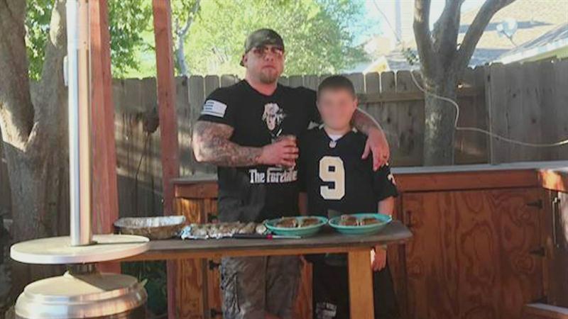 Invalidi iz Teksasa pokušavaju unajmiti bivšeg marinca da ubije njegovu bivšu jer je hodala s crncem
