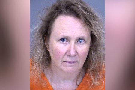 Mamá acusada de matar a tiros a su esposo, perro les dijo a los investigadores que creía que eran intrusos