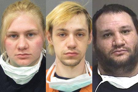 Kolm inimest, keda süüdistati mehe aitamises oma teismelise sõbra väidetava mõrva varjamises, kelle keha leiti prügimäelt