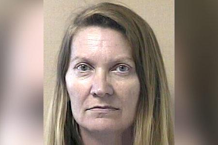 Mujer golpea a su marido hasta matarlo, lo descuartiza y luego esparce partes de su cuerpo
