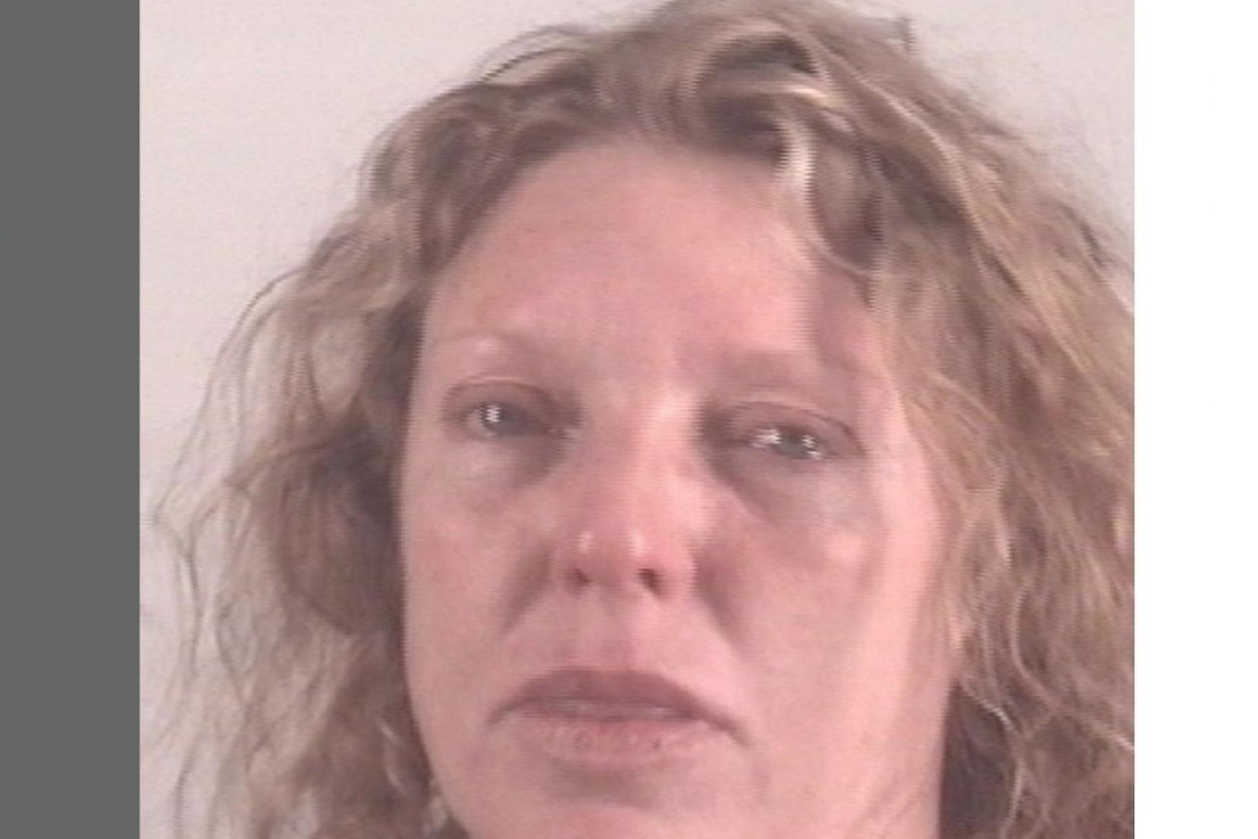 Madre de 'adolescente de la gripe' encarcelada después de dar positivo por drogas, dice la policía