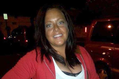 Madre joven atada con cremallera y apuñalada 90 veces en casa de Michigan