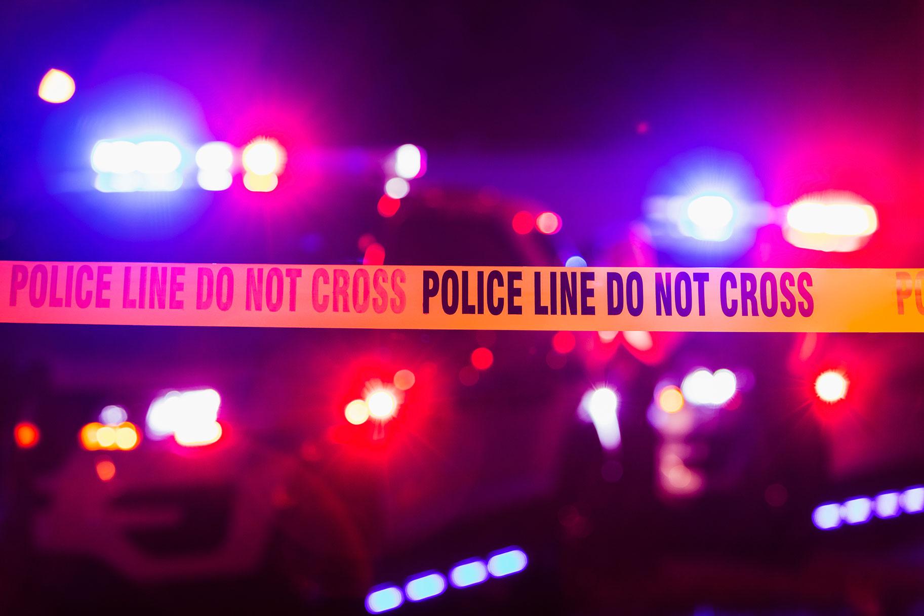 'עירום על האש', איש מת בקאדילק בוער שנמצא על ידי שעות משטרה בנפילות מסתוריות בפילדלפיה