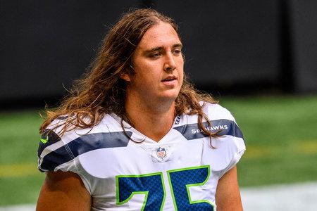 Ο παίκτης του Seattle Seahawks κατηγορήθηκε για πνιγμό στη φίλη του ασυνείδητο αφού αρνήθηκε να τον υποκύψει