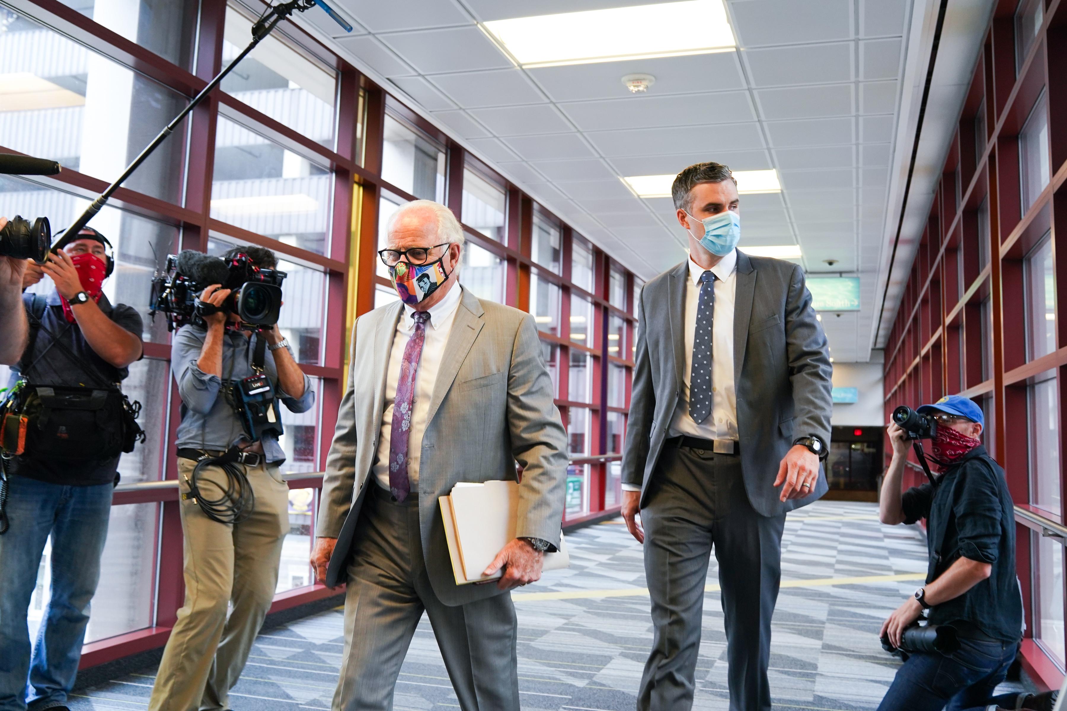 ג'ורג 'פלויד' מנת יתר 'על פנטניל, עורך דין תביעות לשוטר לשעבר שהואשם בהריגה