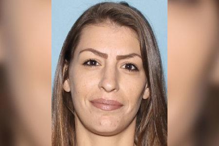 Cuatro arrestados en relación con la muerte de una mujer vista 'gritando pidiendo ayuda' mientras la arrastraban a su casa en Phoenix