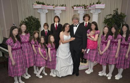 13 søskende holdt fanget af forældre, nogle underernærede og bundet til senge