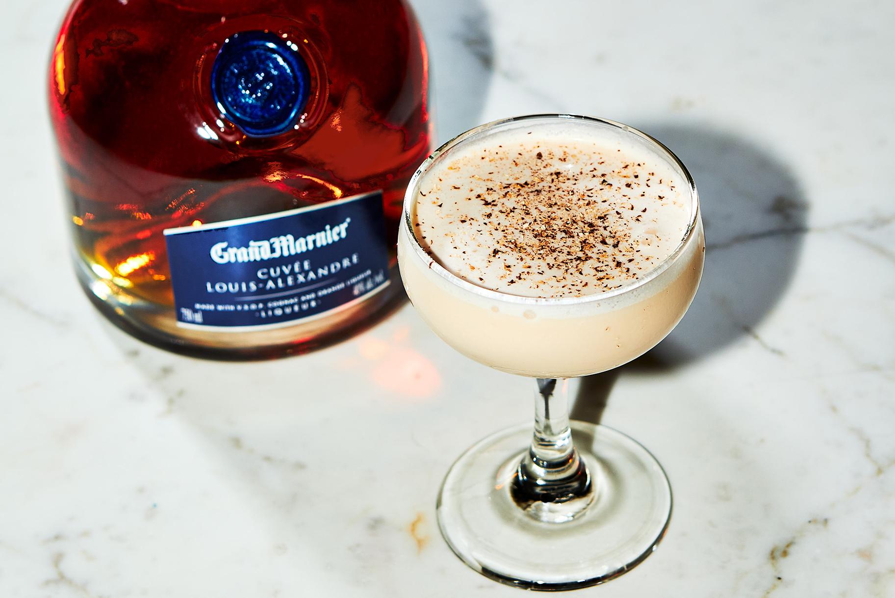 Martinis & Murder Cocktail Recept: Grand Alexander