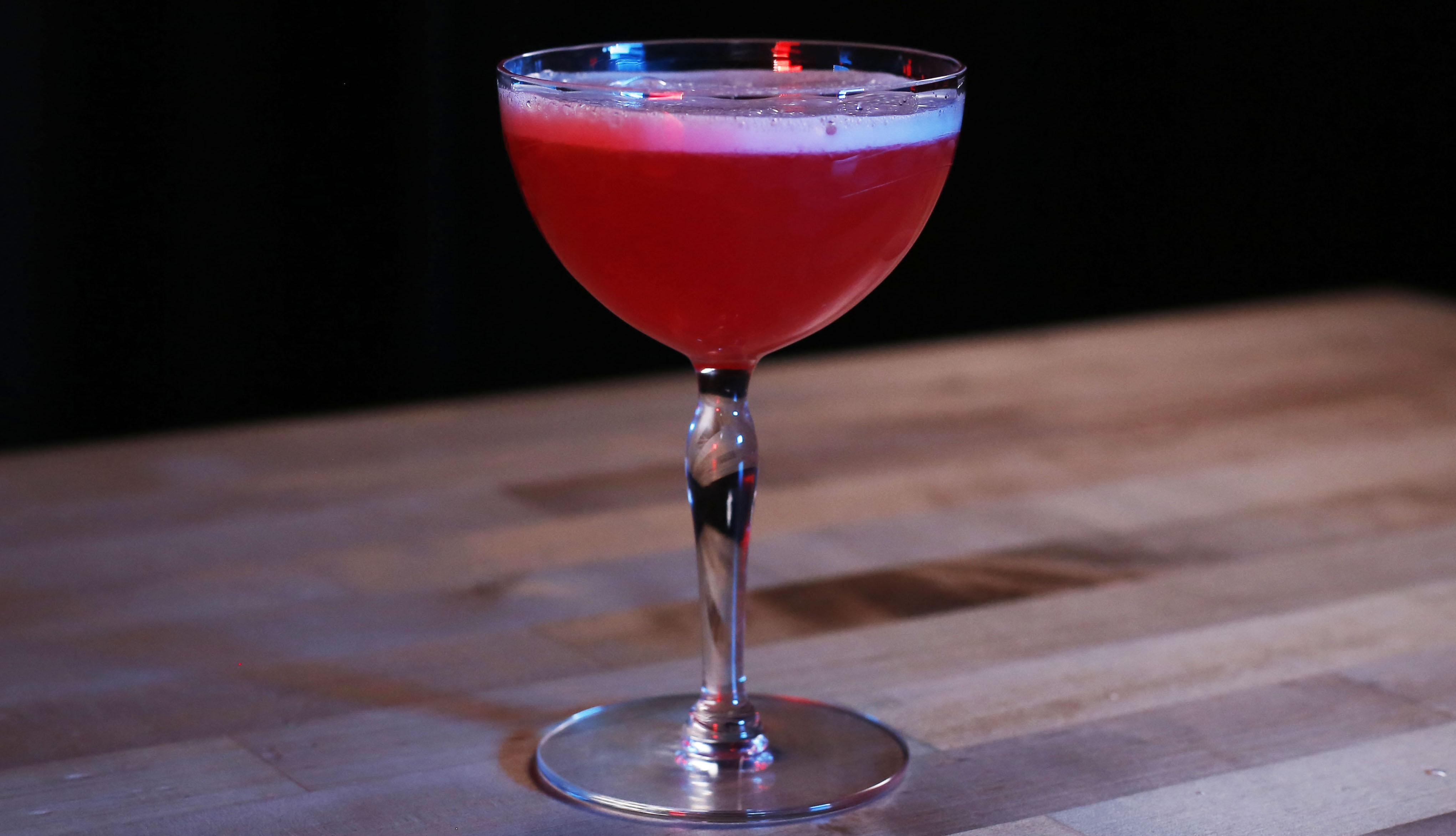 Martinis & Murder Cocktail Recept: Pink Lady
