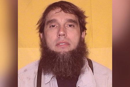 Cómo un hombre usa su personaje en línea de 'Amish Stud' para intentar reclutar a una amante para matar a su esposa