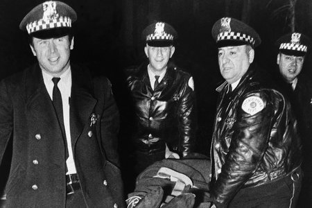 ¿Qué sucedió realmente durante la redada mortal en la casa del líder del Partido Pantera Negra, Fred Hampton?