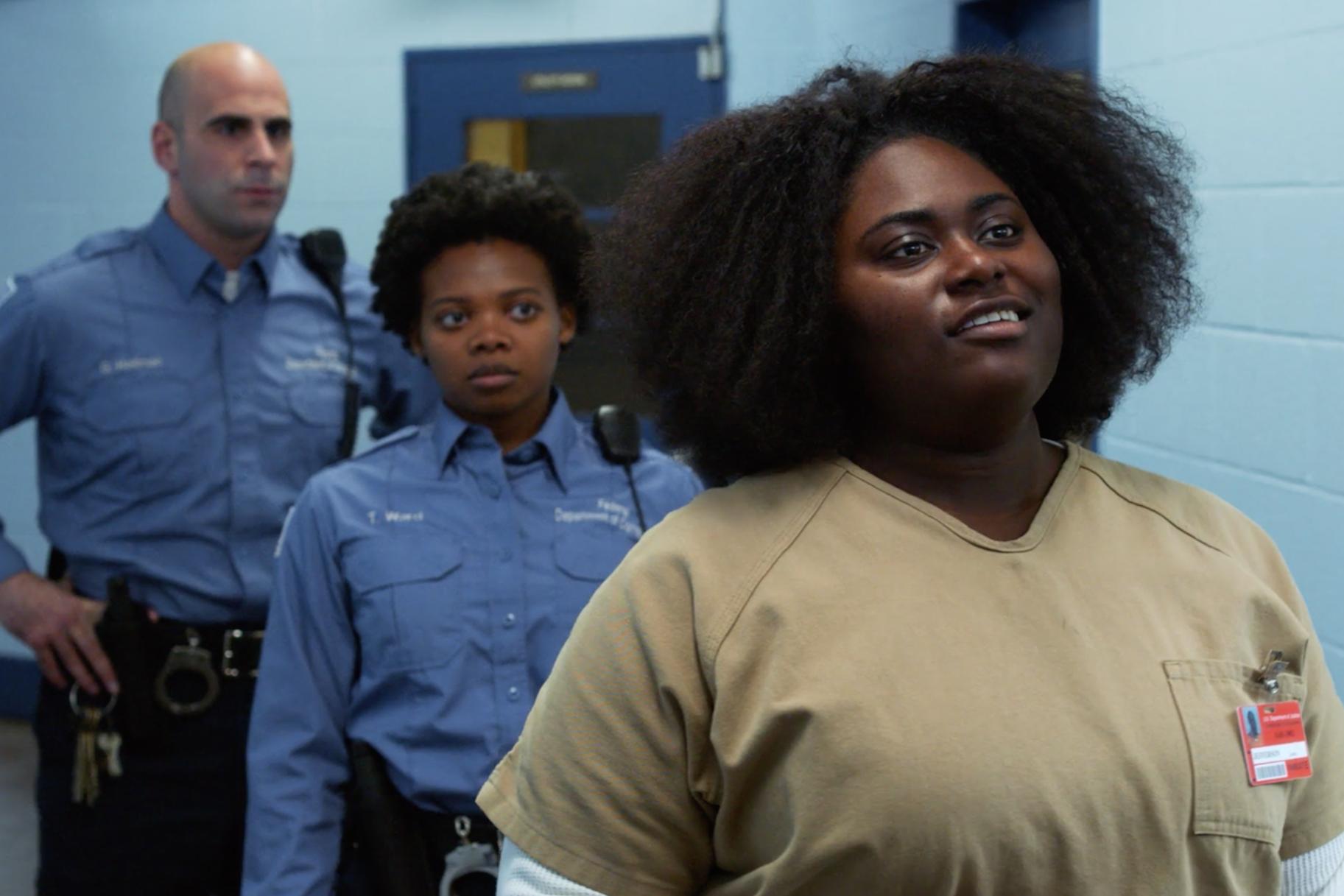 ראית את המהומה על 'כתום זה השחור החדש'. הנה מה שקרה לחמישה אסירים מהחיים האמיתיים המקושרים לפרעות בכלא