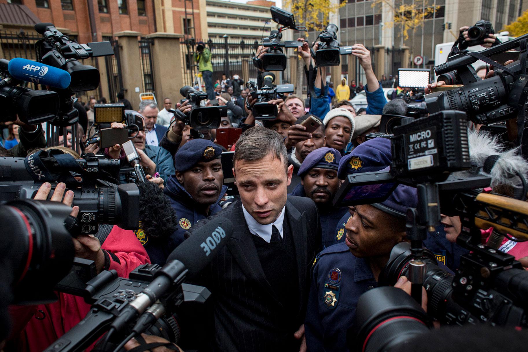 Millal vabastatakse vanglast oma tüdruksõbra surnuks lasknud olümpialane Oscar Pistorius?