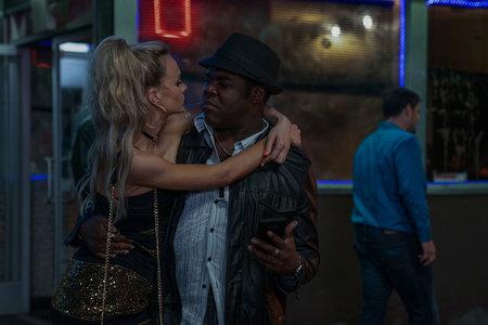 Los actores de 'Nice Guys' interpretan a posibles depredadores en la película de fantasía de venganza y violación 'Mujer joven prometedora'