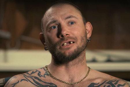 Ex John Finlay de Joe Exotic se pone nuevos dientes, dice que en realidad usa camisas