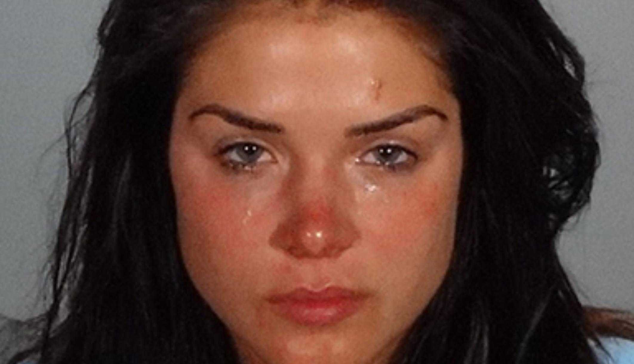 La actriz de 'The 100' Marie Avgeropoulos arrestada por delito grave de violencia doméstica