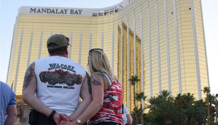 Η ομάδα ξενοδοχειακών ομάδων του Λας Βέγκας κάνει μήνυση στα θύματα του μαζικού γυρίσματος του Stephen Paddock, που προκαλεί μποϊκοτάζ στα κοινωνικά μέσα