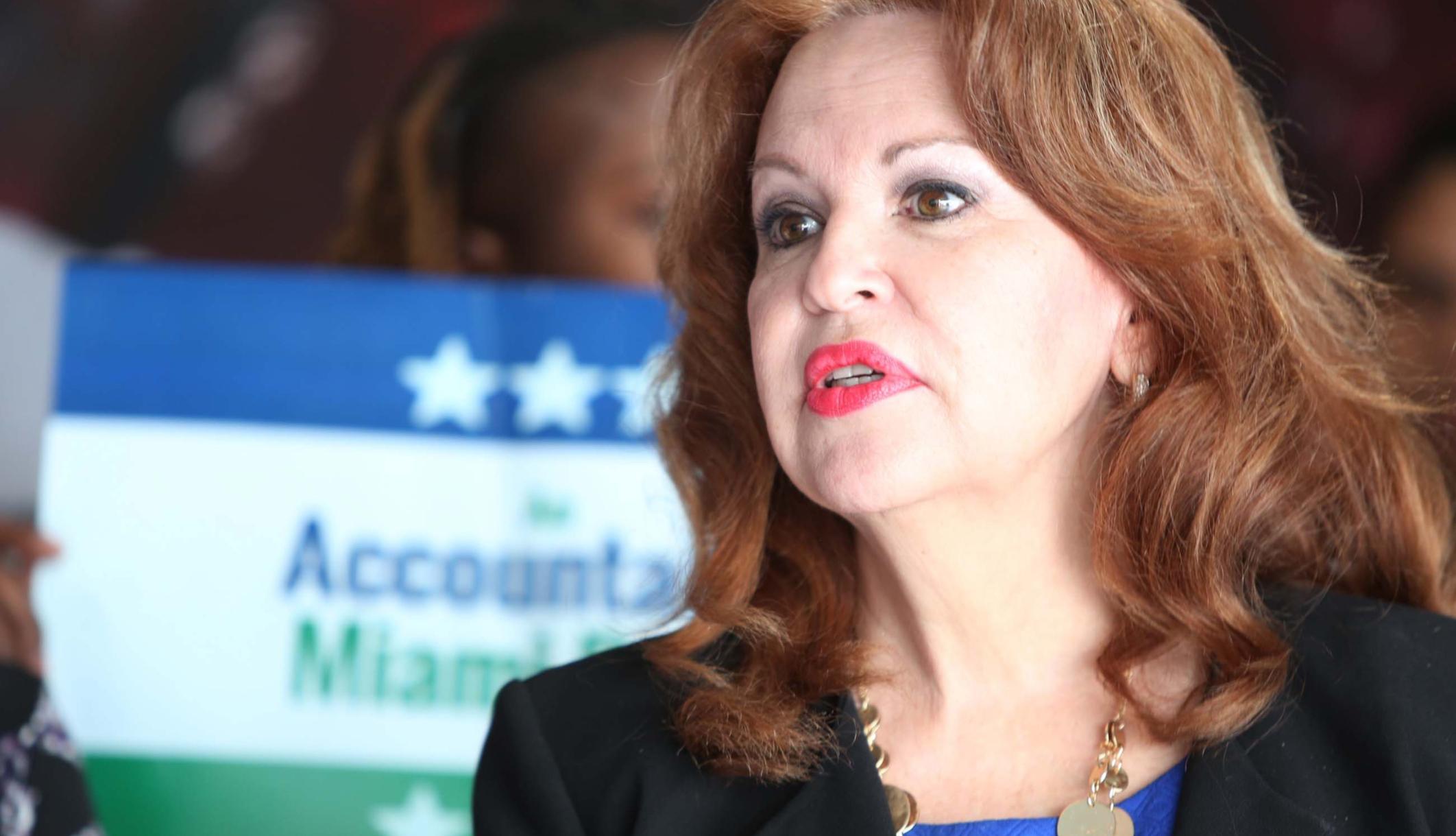 Υποψήφιος του Κογκρέσου της Φλόριντα λέει ότι οι αλλοδαποί την απήγαγαν ως παιδί - και τώρα μπορεί να τους μιλήσει με το μυαλό της