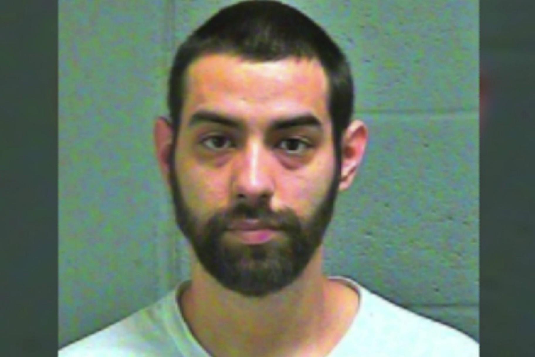 Hombre arrestado después de que un primo de 11 años encontrara pornografía infantil en su Apple Watch